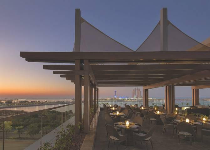 Azura Panoramic Lounge - Oberes Deck