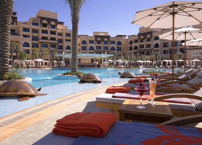 Saadiyat Rotana Resort & Villas Poolbereich