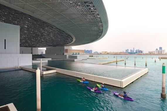 Kajaktouren rund ums Louvre Abu Dhabi