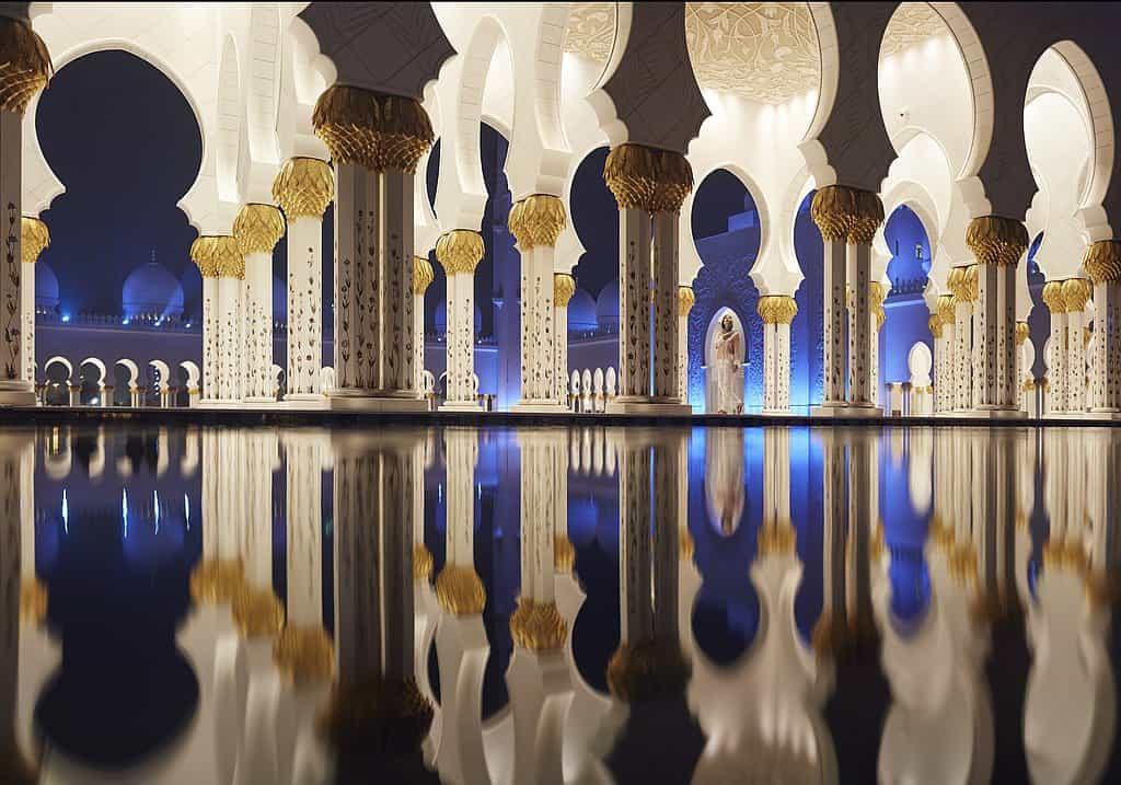 Spiegelungen Moschee AUH