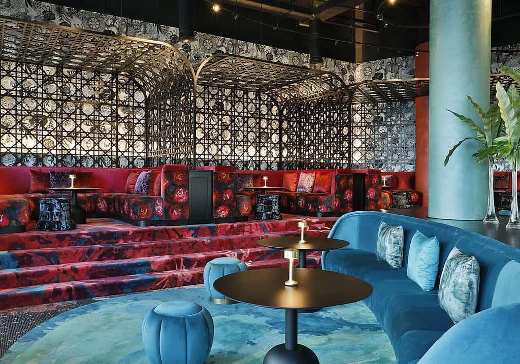 Bar W Lounge AUH