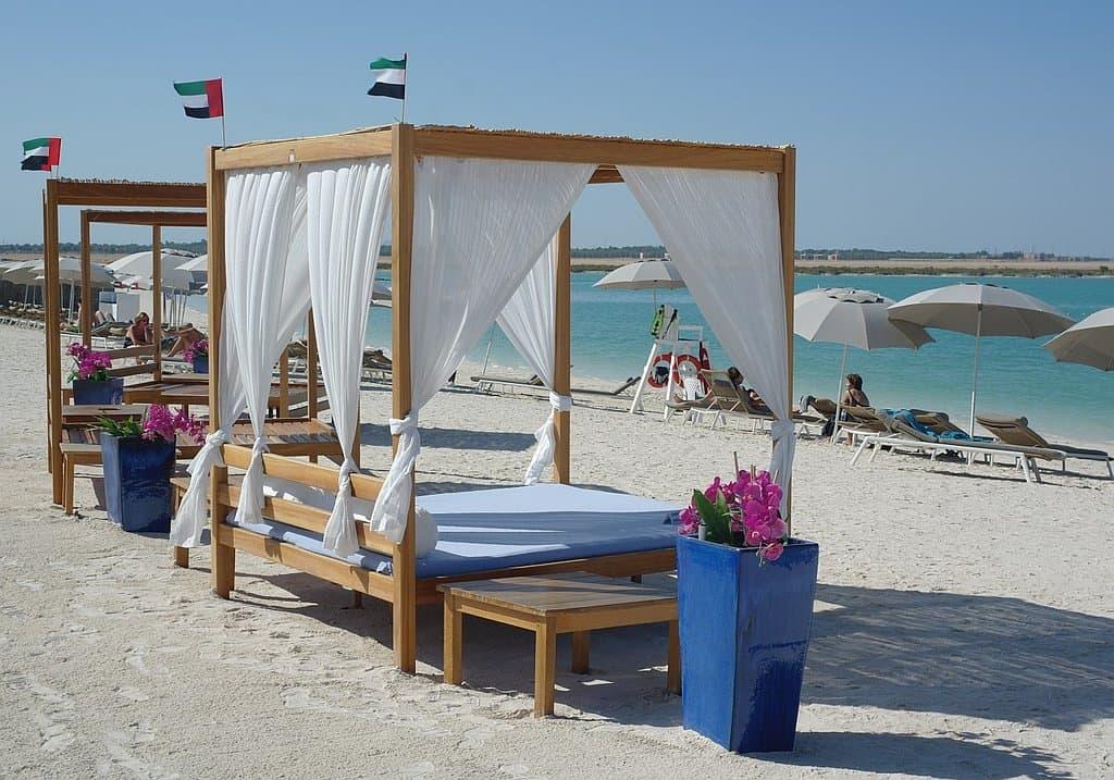 Strandbetten Yas Beach Abu Dhabi