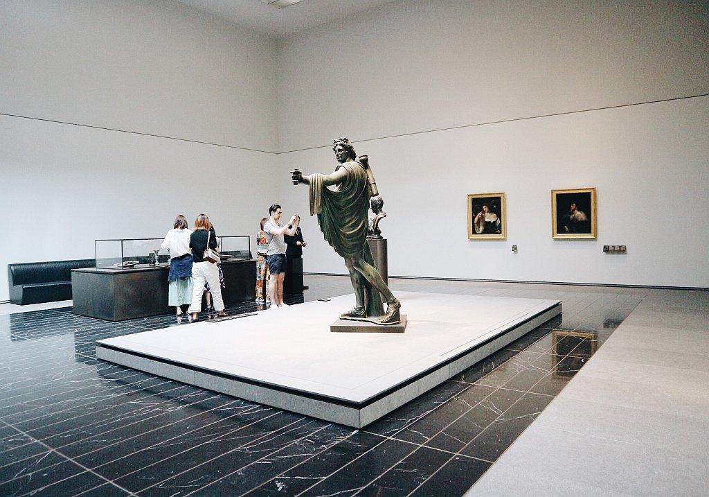 Louvre AUH