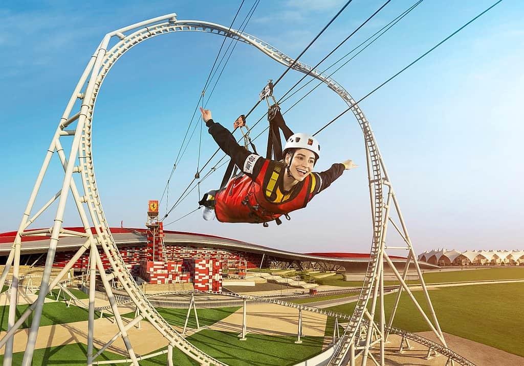 Zip >L>ine in der Ferrari World Abu Dhabi